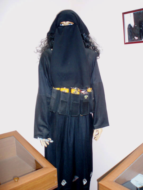 And last but not least, the Black Widow suicide bomber mannequin! ©200 DHF