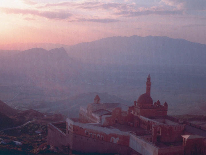 Sunset ioverlooking the Ishak Pasha Palace n Doğubeyazıt, Ağrı Province, Turkey along the iranian border. A splendid view. ©1999 Derek Henry Flood