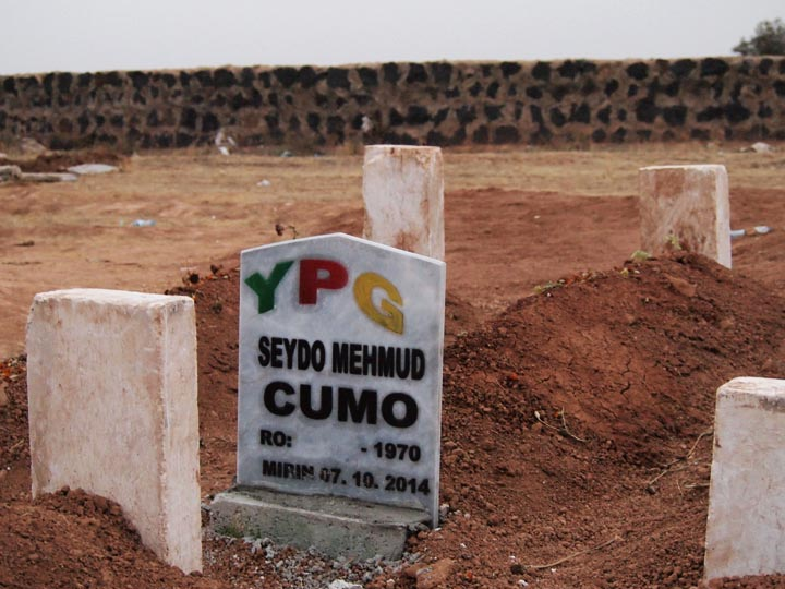 The hastily made grave of a YPG guerrilla in Suruç, killed while defending the city from a much better armed Islamic State onslaught. ©2014 Derek Henry Flood